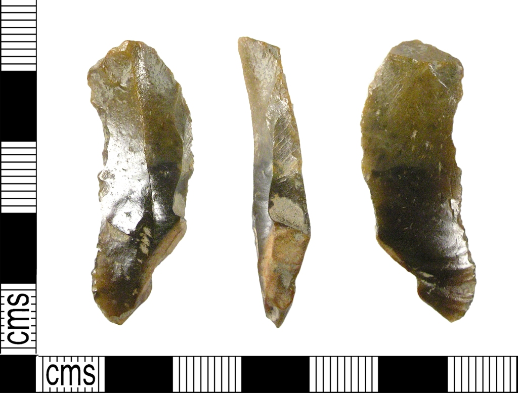 Example of a Mesolithic flint blade (8000-4000 BC) The Portable Antiquities Scheme/ The Trustees of the British Museum / CC BY-SA (https://creativecommons.org/licenses/by-sa/2.0)